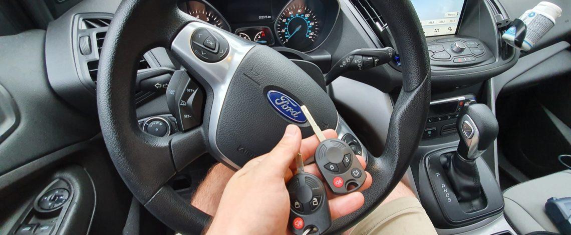 Ford Escape 2017 usa dorobienie klucza z pilotem.