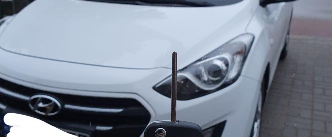 Hyundai i30 2016 dorobienie klucza z pilotem.